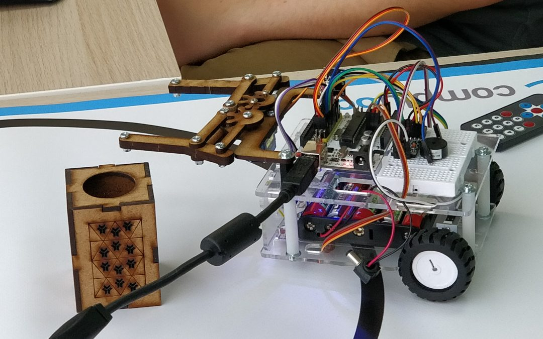 Robot Crystalino con pinza manipuladora